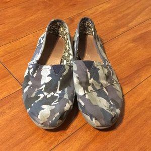 Toms Shark Week Shoes Sz 8.5